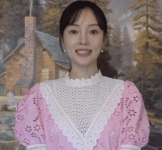 李小璐宣传新剧低调复出