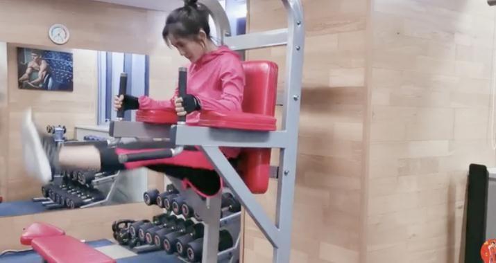谢娜晒健身视频
