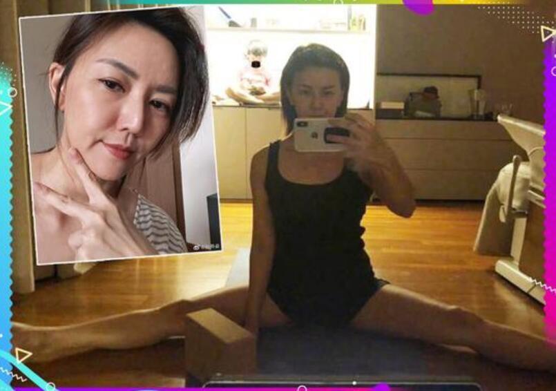 孙燕姿穿背心练瑜伽 对镜劈腿自拍身段柔软