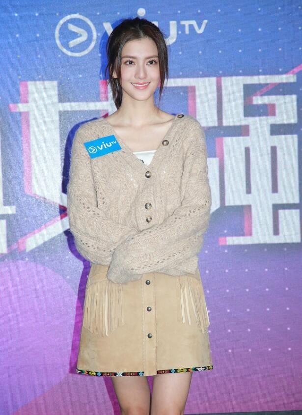 吴千语秀香肩细腿 透露现在以工作为重没有结婚的计划