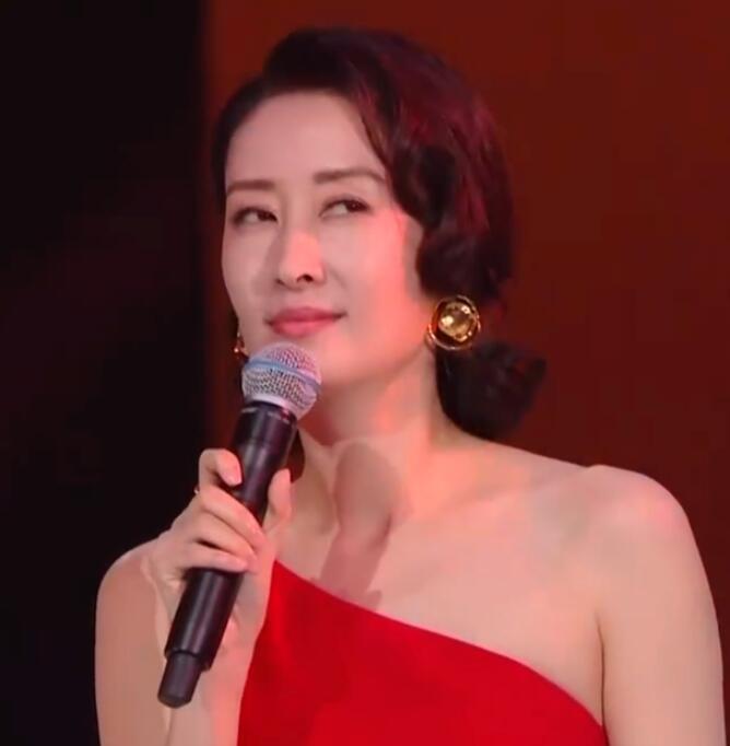 刘敏涛回应表情失控 刘敏涛被调侃喝醉了怎么回事