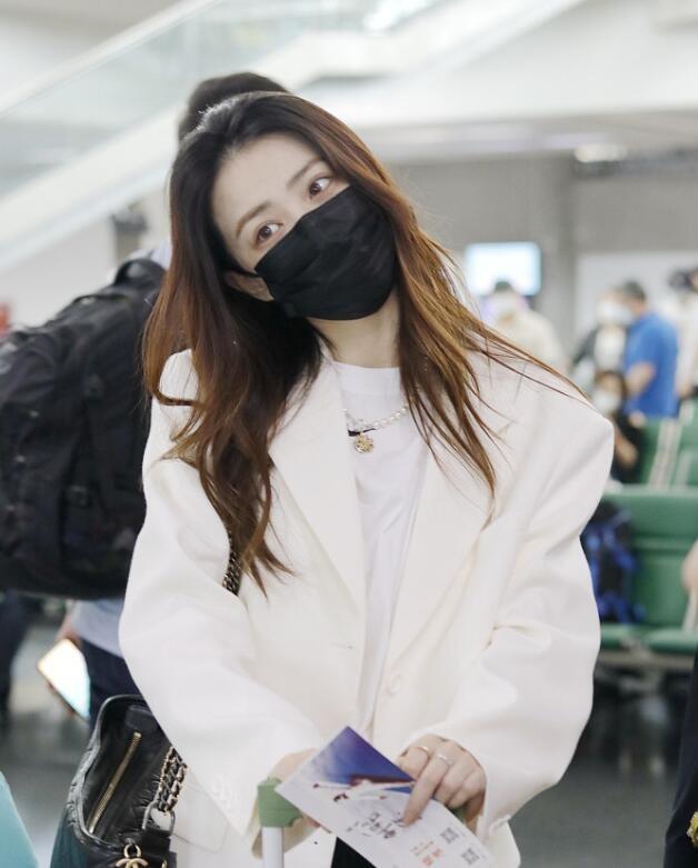 徐璐现身机场