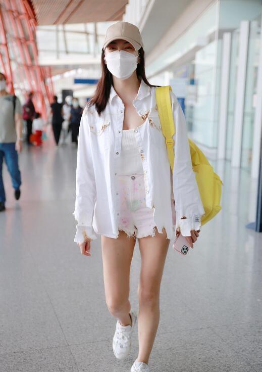 张雨绮穿热裤秀美腿 身材火辣整体造型超抢眼