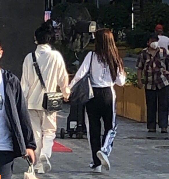虞书欣赵小棠逛街