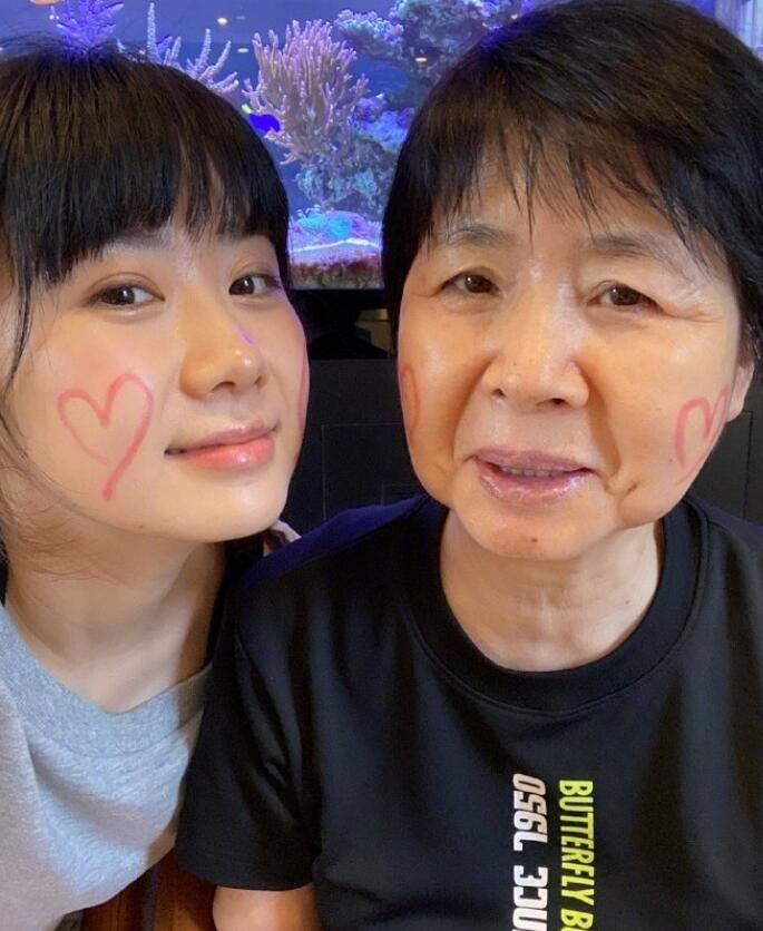 福原爱晒与母亲合照