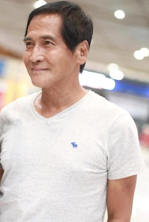 60岁齐秦近照略微发福