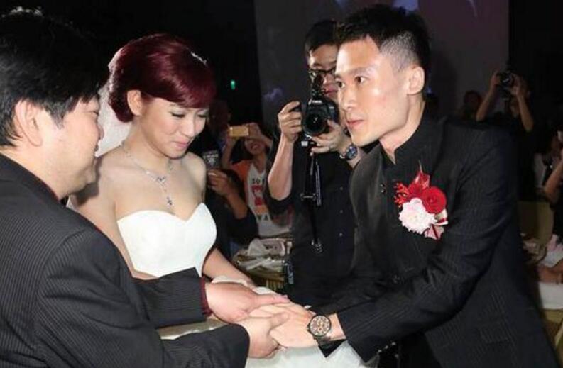34岁女星米可白突宣离婚