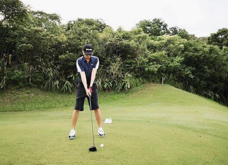 罗志祥打高尔夫晒照
