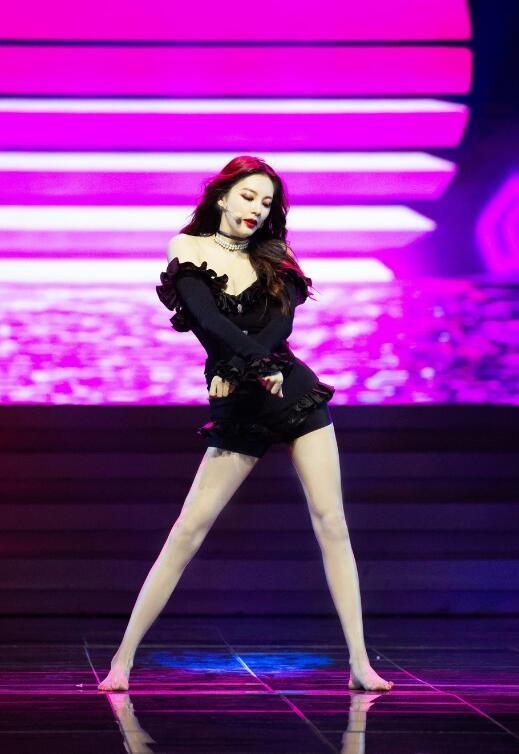 张雨绮光脚跳热舞