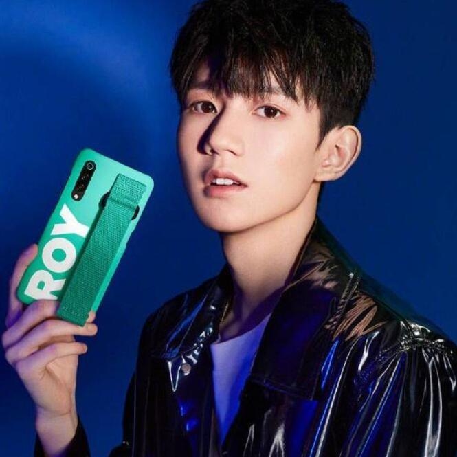 王源代言小米手机