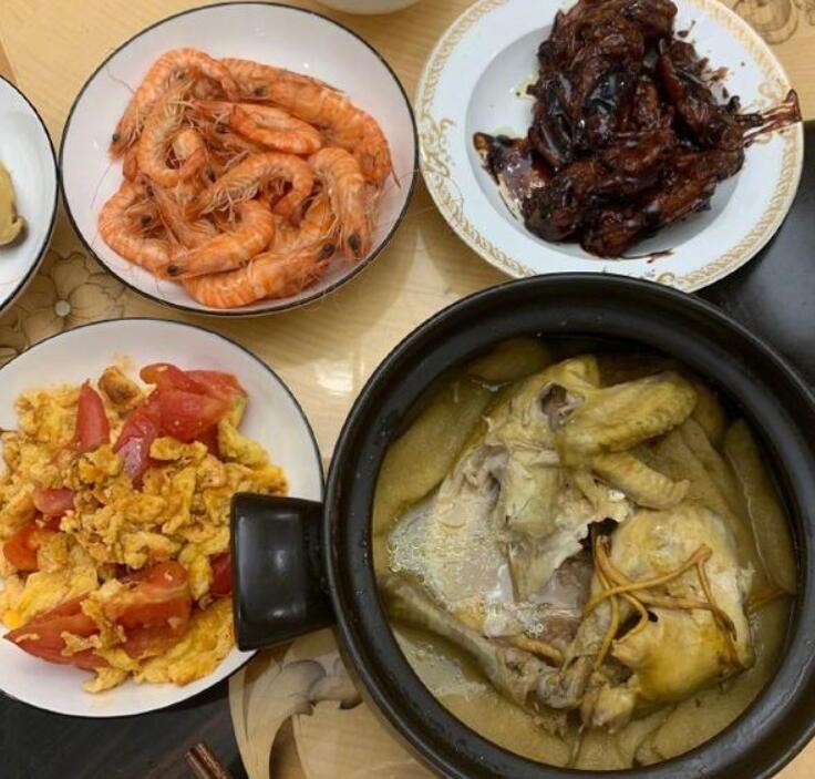 王源晒下厨菜品照