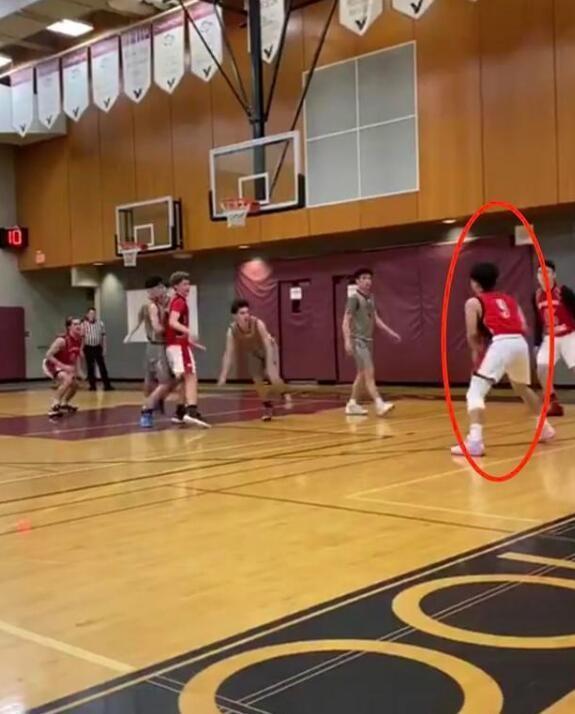 陈坤晒儿子打篮球帅照