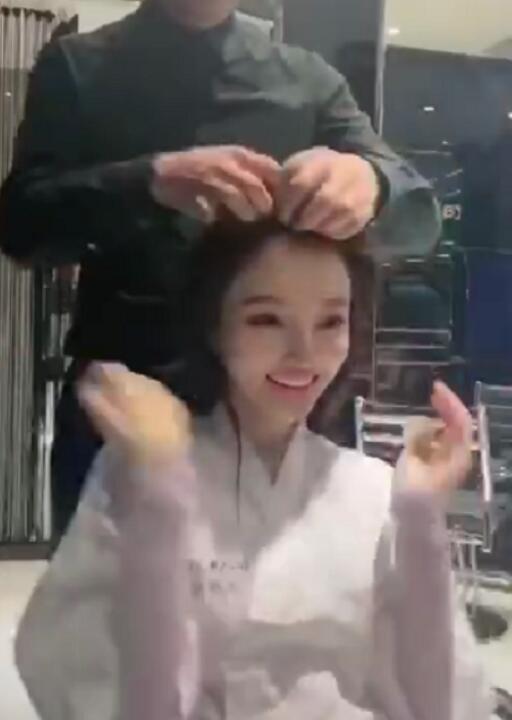 李小璐情人节做头发