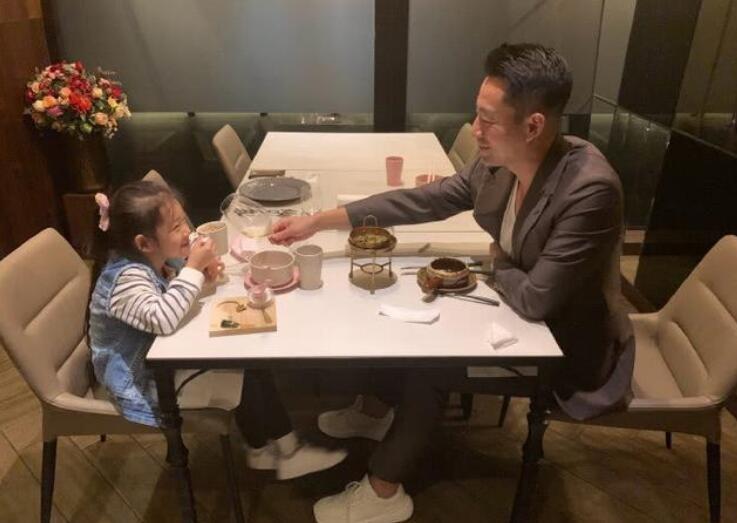 汪小菲与女儿约会照
