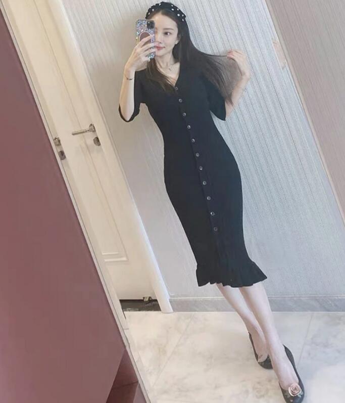 李小璐穿紧身裙秀身材