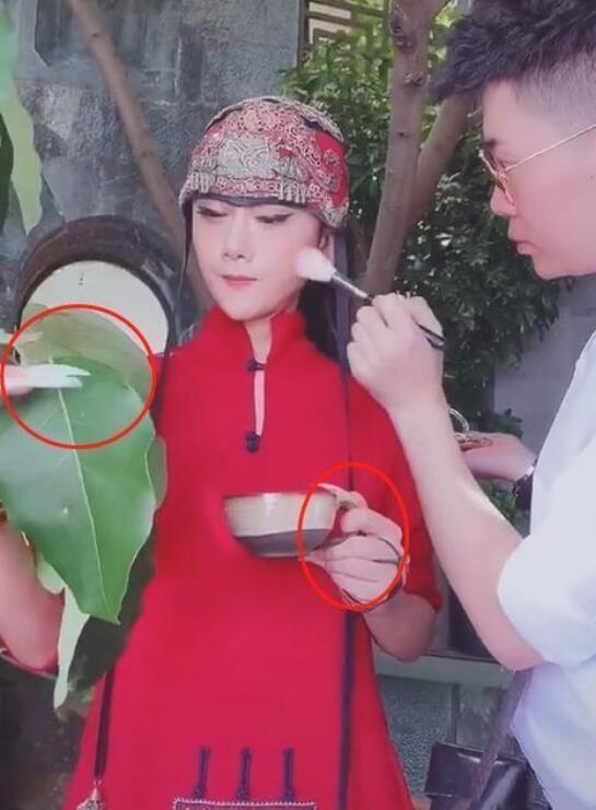 61岁杨丽萍近照曝光 脸部光滑紧致状态似少女