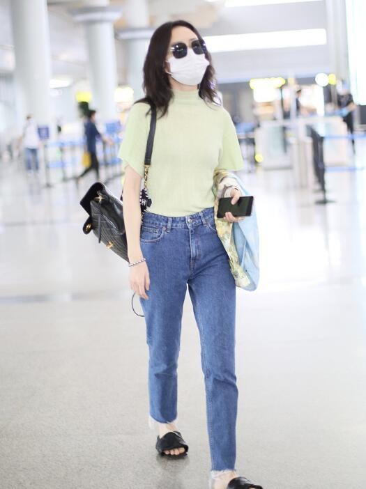 王鸥现身机场