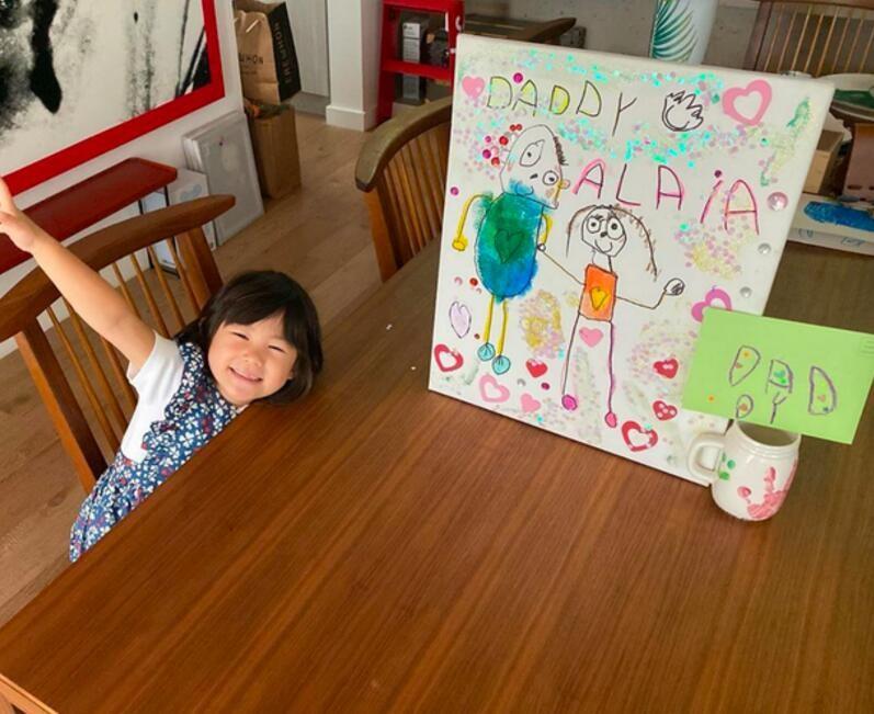 女儿送陈冠希父亲节礼物