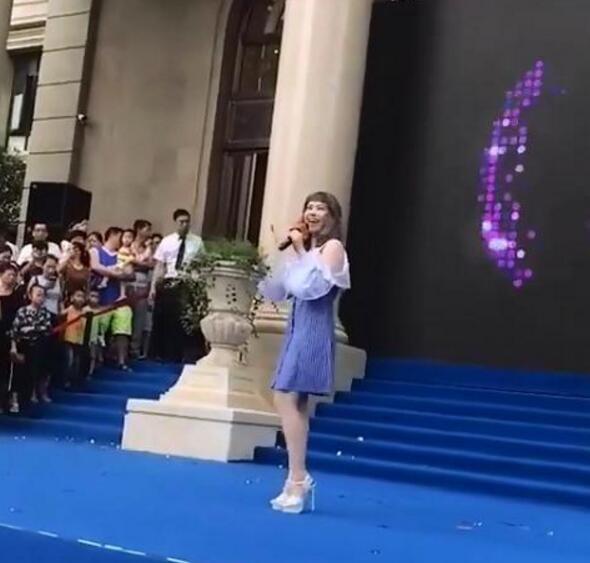 徐怀钰现身商演