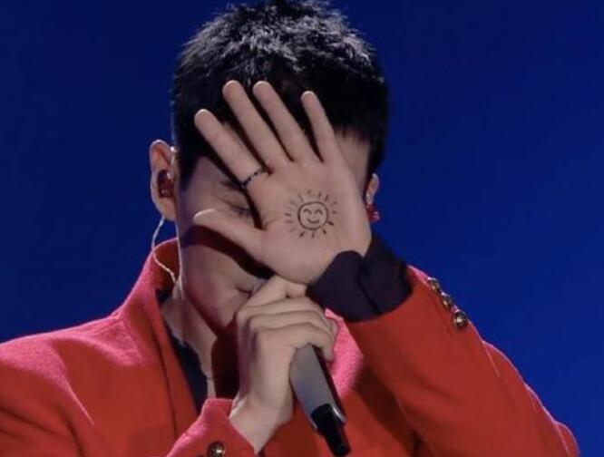 朱一龙手心画太阳