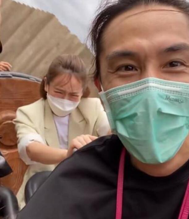 李承铉直拍戚薇坐过山车