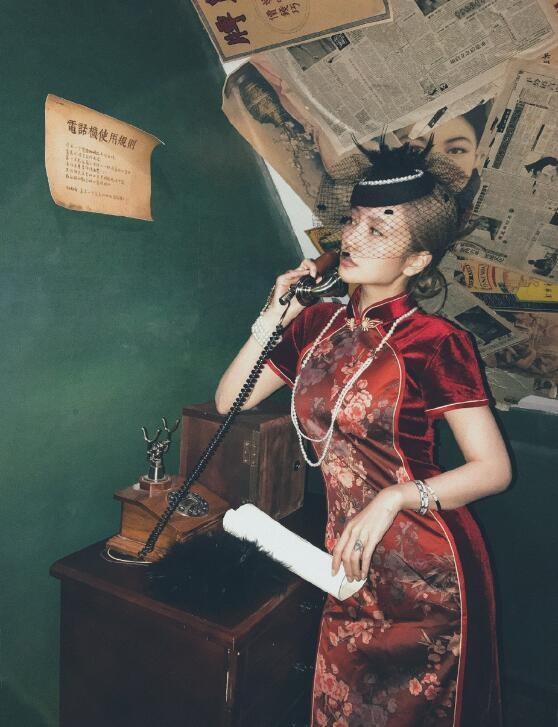 周扬青穿旗袍秀身材 前凸后翘身材玲珑吸睛十足
